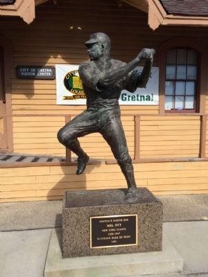 Mel Ott Statue in front of Gretna Visitor Center image. Click for full size.