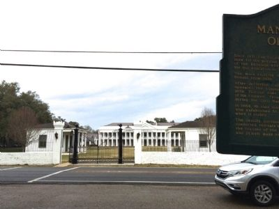 Marker with Retreat Building in background. image. Click for full size.