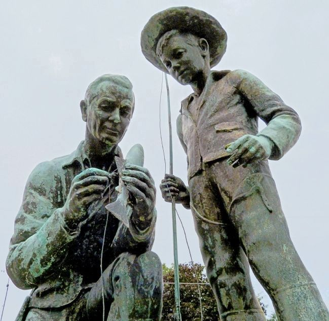 Man and Boy Statue image. Click for full size.