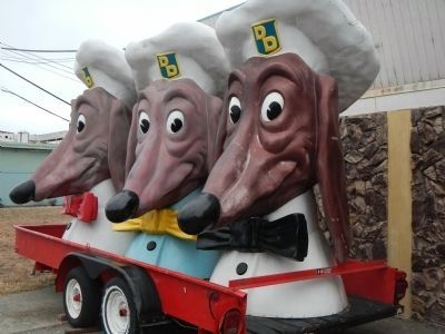 Three Doggie Diner Heads on Treasure Island image. Click for full size.