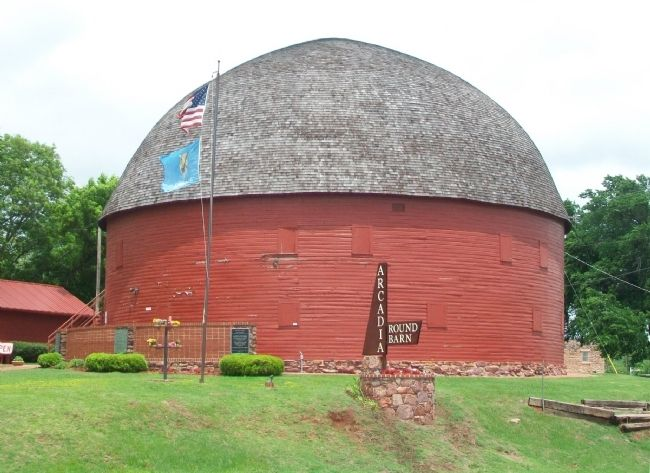 The Arcadia Round Barn image. Click for full size.