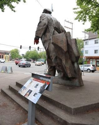 Lenin Statue and Marker image. Click for full size.