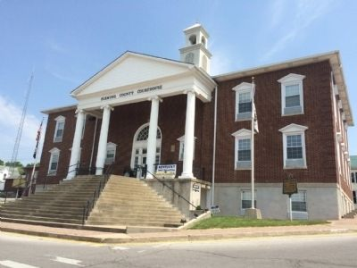 Next door is the Fleming County Courthouse. image. Click for full size.