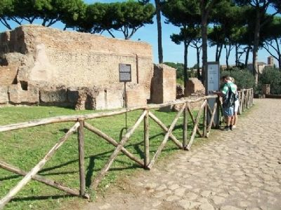 Nymphaeum and Adjoining Cisterns / Ninfeo e Annesse Cisterne Marker image. Click for full size.
