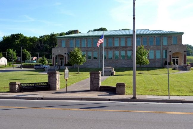 Laurel County Schools Administration Office Building image. Click for full size.