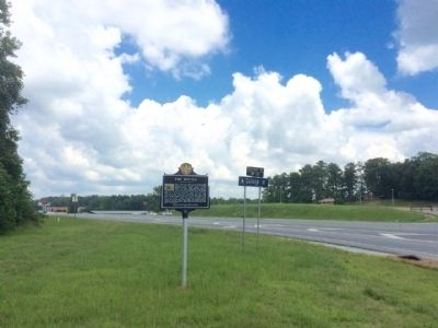 Wide shot of marker looking north on U.S. 280. image. Click for full size.