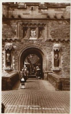 <i>Gateway, Edinburgh Castle, with Statues of Wallace and Bruce</i> image. Click for full size.
