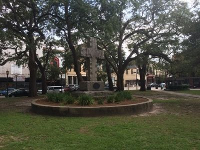 Wide shot of monument and Bienville Square. image. Click for full size.