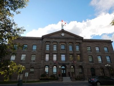 Leeds-Grenville County Court House image. Click for full size.