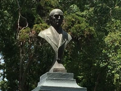 Hidalgo bust from 1969 by sculptor E. Tambriz image. Click for full size.