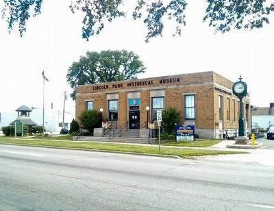 Lincoln Park Post Office and Marker image. Click for full size.