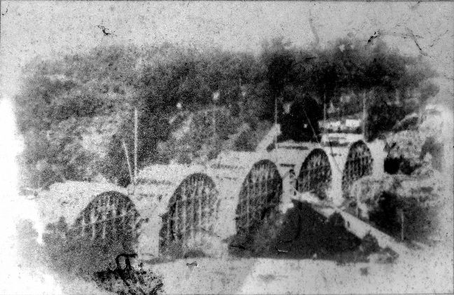 Taft Bridge in 1905, with Woodley Lane bridge in foreground. image. Click for full size.