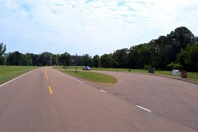 View to North from Natchez Trace Parkway image. Click for full size.