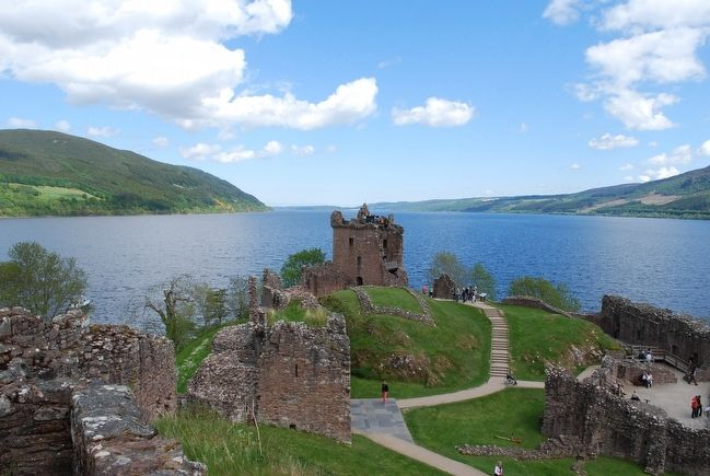 Loch Ness & Urquhart Castle image. Click for full size.