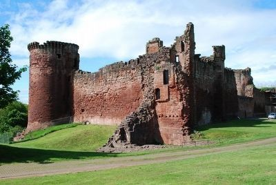 Northeast View of Bothwell Castle image. Click for full size.