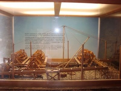 Model of a lifting derrick, image. Click for full size.