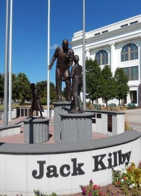 Jack Kilby Statue image. Click for full size.