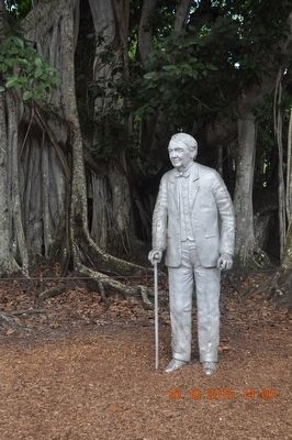 Thomas Alva Edison Statue image. Click for full size.