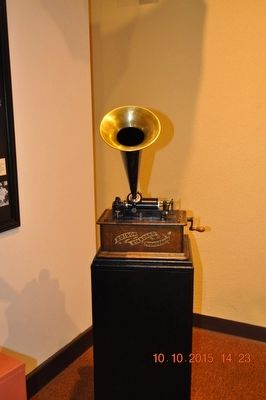 Edison Stanard Phonograph image. Click for full size.