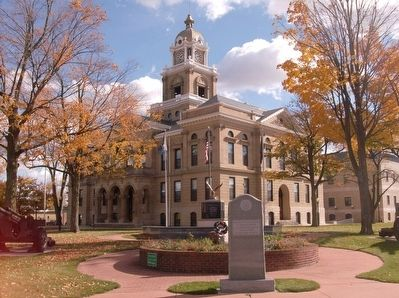 Gratiot County Courthouse and War Memorial image. Click for full size.