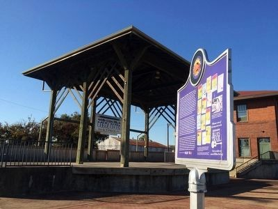 Festival stage and the marker and Delta Blues Museum in background. image. Click for full size.