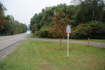 This Ridge Marker<br>Looking South Along Lowman Crossover image. Click for full size.