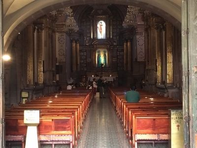 Interior of the Templo de la Santa Cruz image. Click for full size.