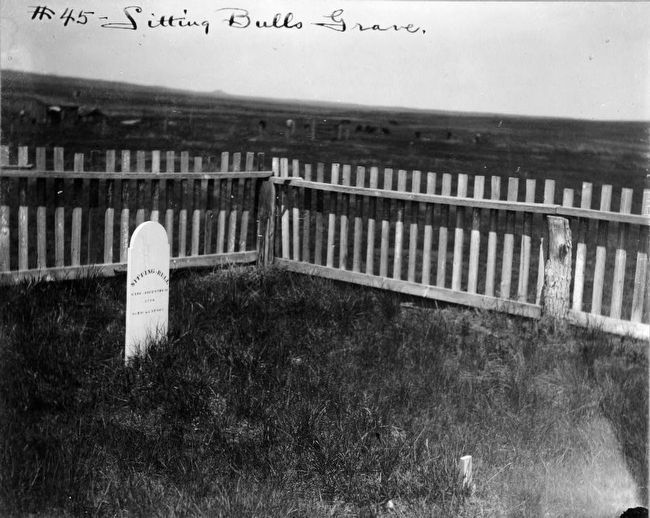 Sitting Bull's Grave at Fort Yates image. Click for full size.