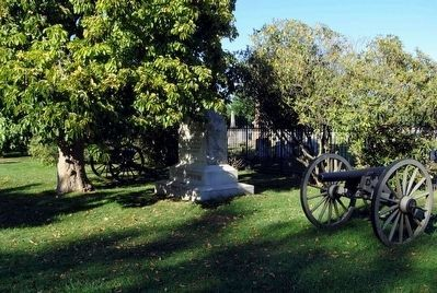 Battery H, 1st Ohio Light Artillery Monument<br>Flanked by Artillery Cannon Photo, Click for full size