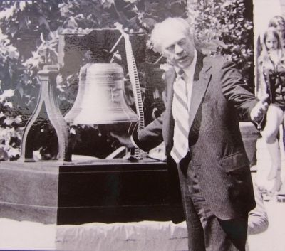 Dedication of Liberty Bell Replica by Pres. Gerald Ford - Marker Inset Photo image. Click for full size.