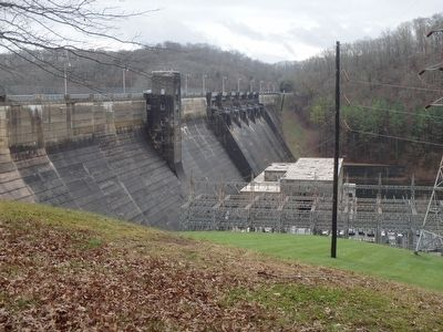 Dale Hollow Dam image. Click for full size.