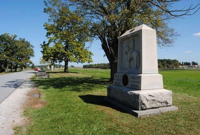 8th New York Cavalry Monument (Looking North) image. Click for full size.