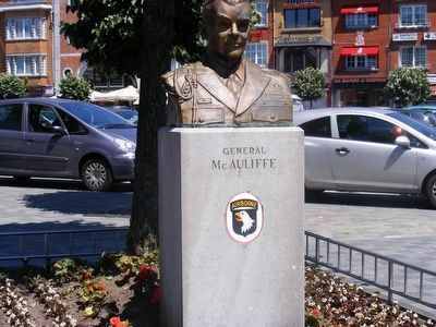 General McAuliffe statue image. Click for full size.