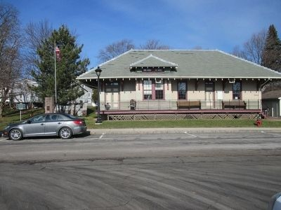 Holley Railway Depot & Marker image. Click for full size.