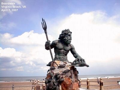 Neptune Statue image. Click for full size.