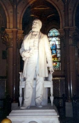 Statue of James A. Garfield inside the Mausoleum image. Click for full size.