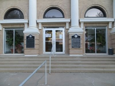 Sherman County Courthouse Marker <i>is on the right</i> image. Click for full size.