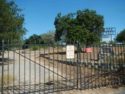 Live Oak Cemetery and Marker image. Click for full size.