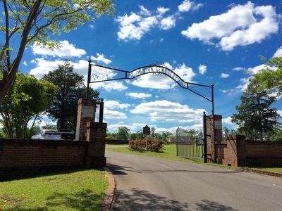 Union Cemetery entrance gate. image. Click for full size.
