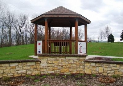 The Lincoln Highway Marker Kiosk in Settlers' Park image. Click for full size.