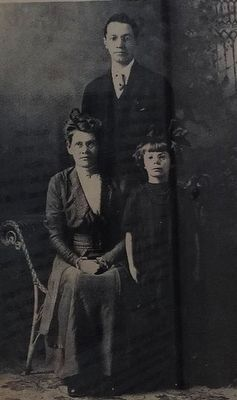 Fred French, his wife Lydia and 8 year old daughter Alice. image. Click for full size.