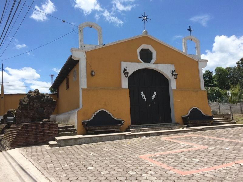 The nearby Catholic church of San Juan Alotenango image. Click for full size.