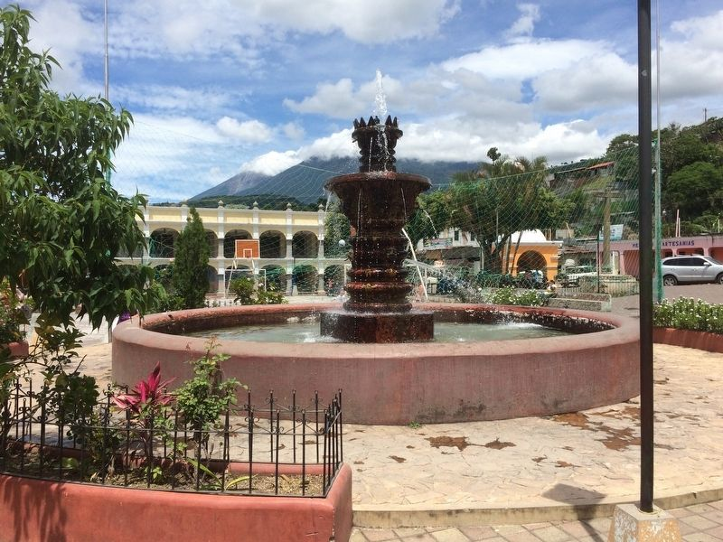 Restored Colonial-era fountain of Santa Catarina Barahona image. Click for full size.