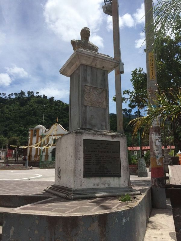 Bust and monument of Sancho Barahona image. Click for full size.