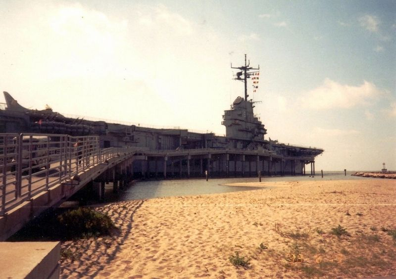 Walkway to the USS Lexington image. Click for full size.