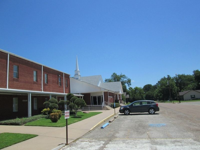 First Baptist Church of Mabank image. Click for full size.