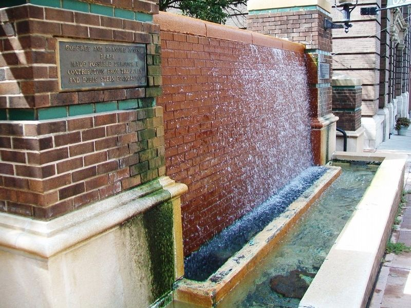 8th Street Fountain image. Click for full size.