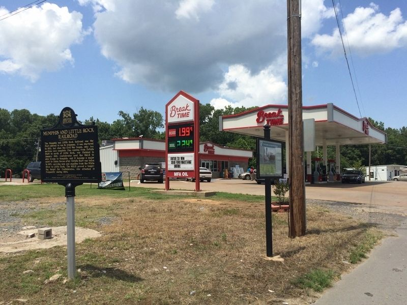 Memphis and Little Rock Railroad Marker near gas station. image. Click for full size.