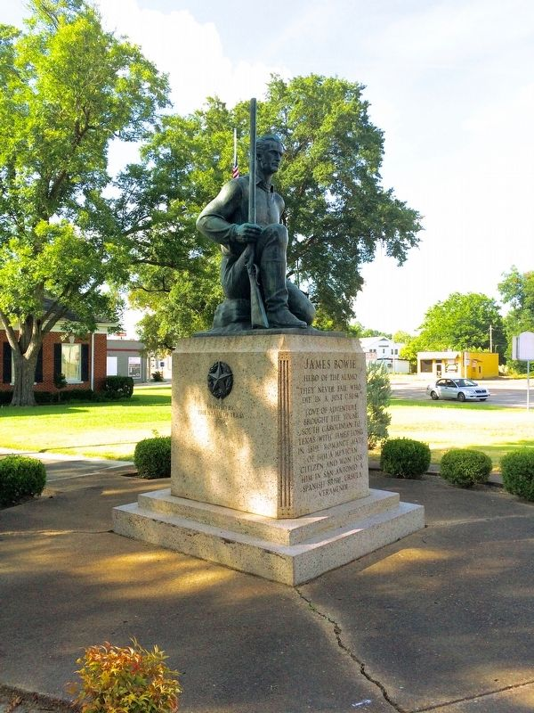 James Bowie statue image. Click for full size.