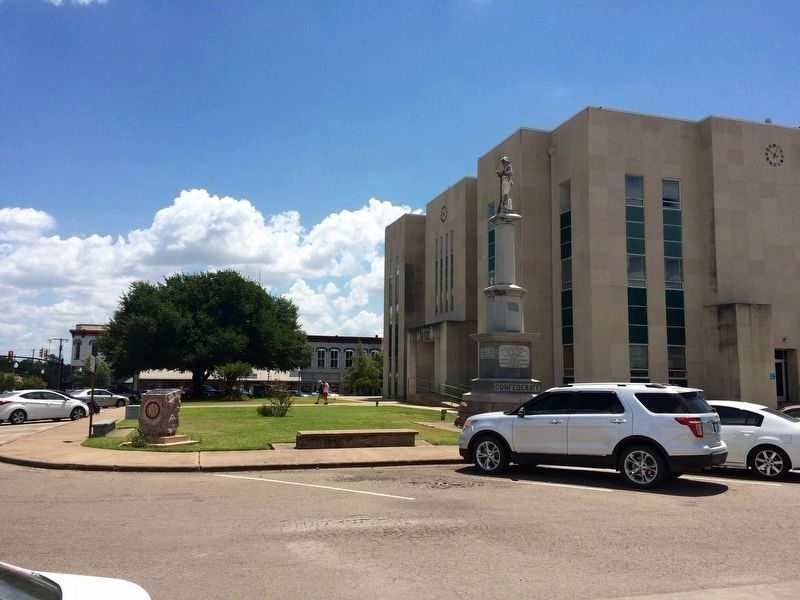 Marker in front of Fannin County Courthouse (left of photo). image. Click for full size.